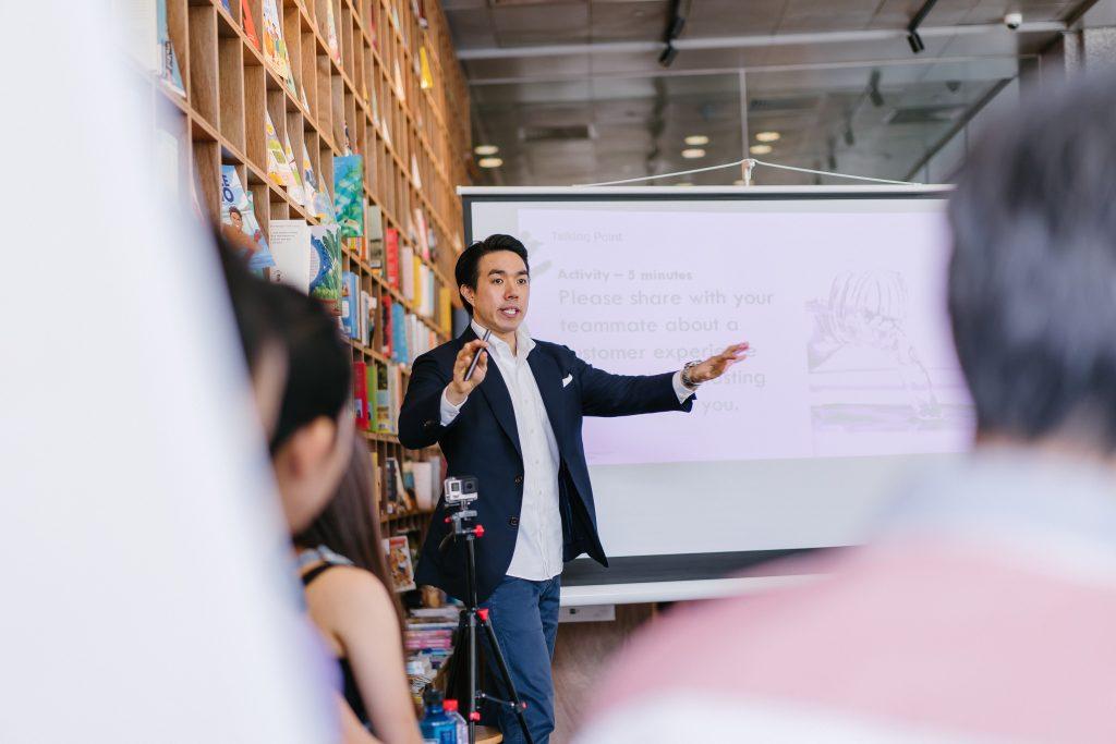 start a tech startup pitch to investors